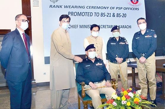 وزیراعلیٰ نے گریڈ 21 میں ترقی پانے والے پولیس افسران کو رینک تفویض کر دیئے