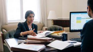 پاکستانی نژاد لینا خان امریکا کی سب سے کم عمر فیڈرل ٹریڈ کمشنر مقرر
